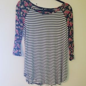 3/4 Sleeve, Floral Black And White Top Sz L